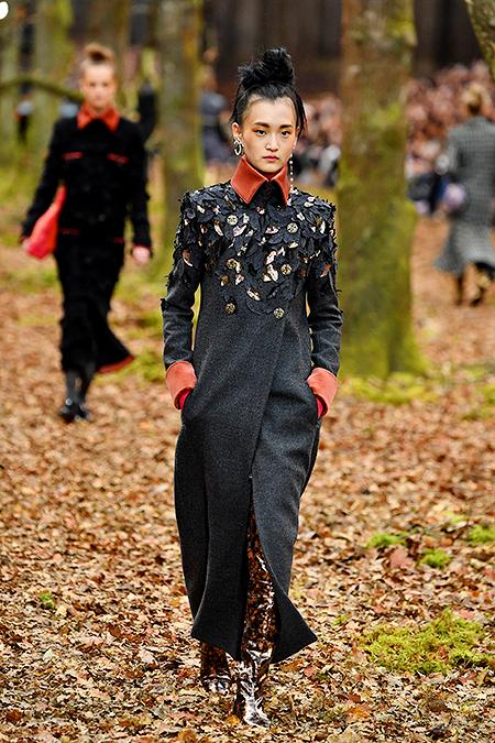 Осень в весеннем Париже: Кира Найтли с мужем, Равшана Куркова и другие гости показа Chanel